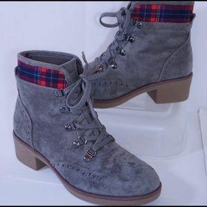 Women's Tommy Hilfiger Boots size 7 plaid detail